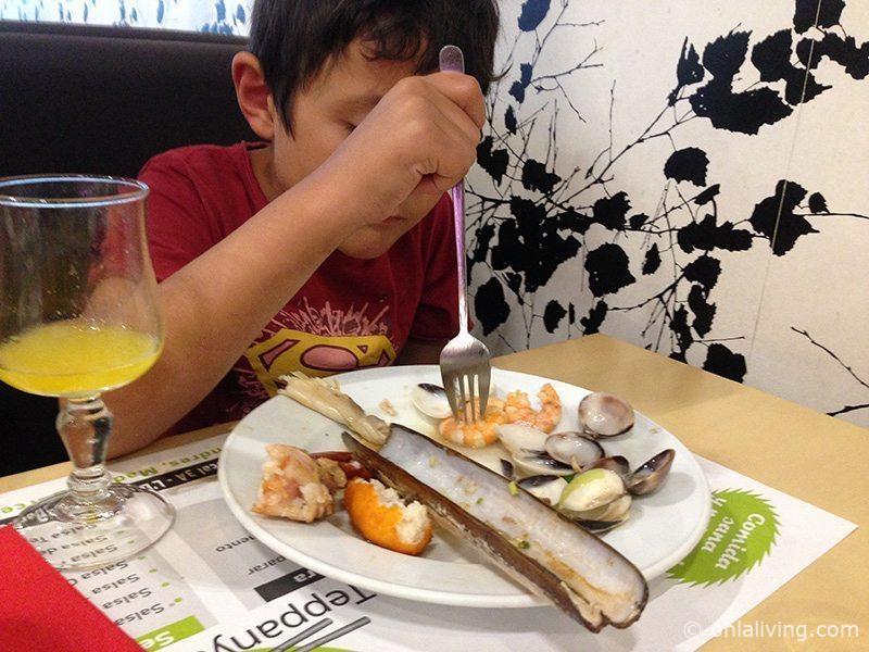 The kid love seafood