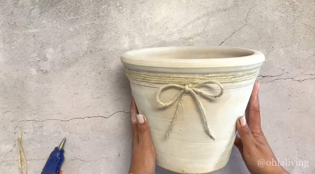 white-washed-plant-pot-with-twine